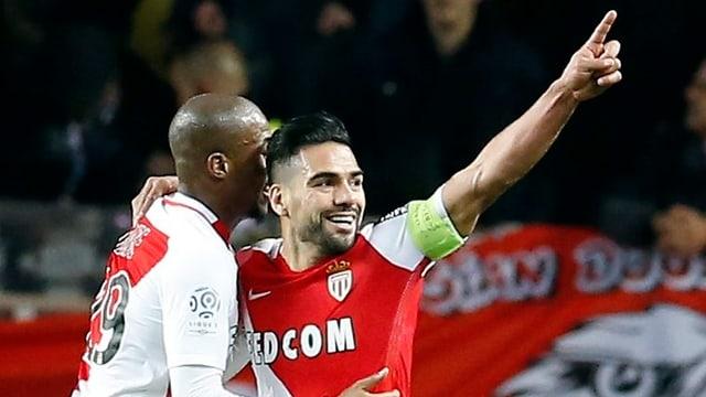 Radamel Falcao bejubelt einen Treffer mit einem ausgestreckten Zeigefinger.