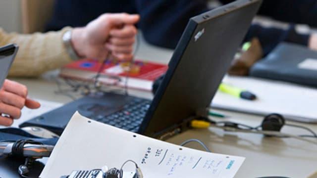 Arbeit an einem Laptop
