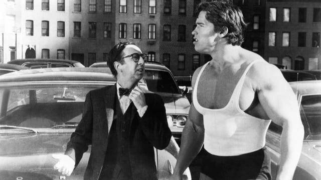 ein muskulöser Mann in den Strassen von New York