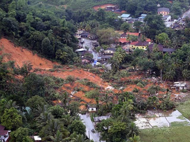 Luftaufnahme eines Erdrutsches.