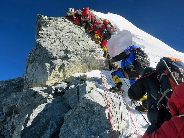 Bergsteiger beim Aufstieg
