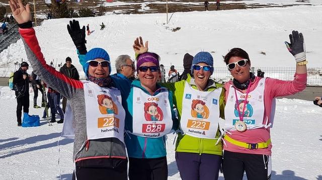 Las ladies suenter la cursa, Carmen, Aita, Manuela e Seraina.