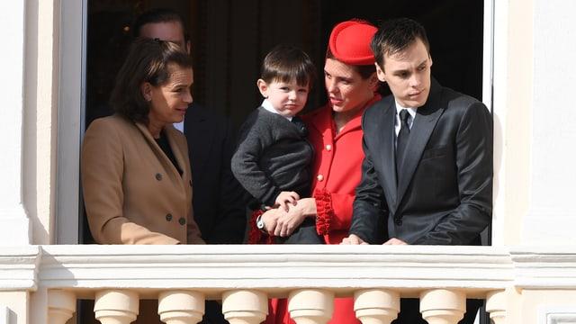 Der kleine Raphael Casiraghi auf dem Arm von Mami Charlotte.