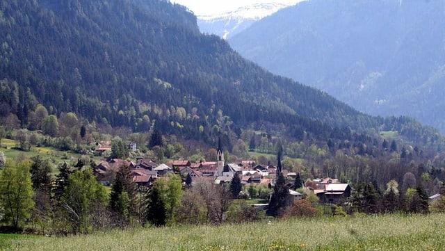 Das Dorf Almens.