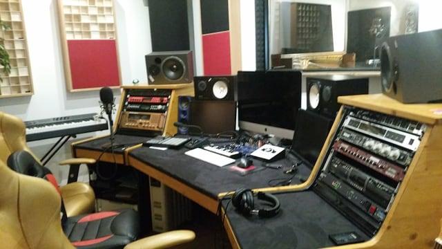 Ina plazza da reschia en il studio Klangstark a Cuira.