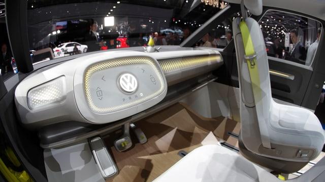 Interieur eines modernen Elektroautos.