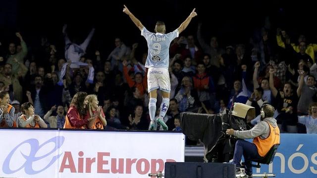 Celta Vigos Stürmer Iago Aspas bejubelt sein 2. Tor gegen Barcelona.