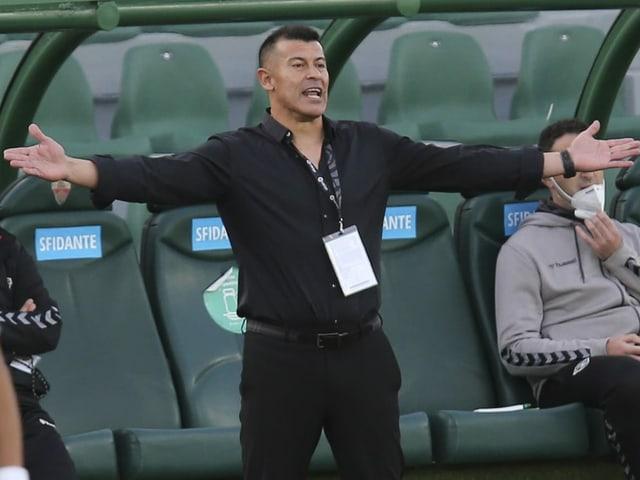 Jorge Almirón verwirft die Hände.
