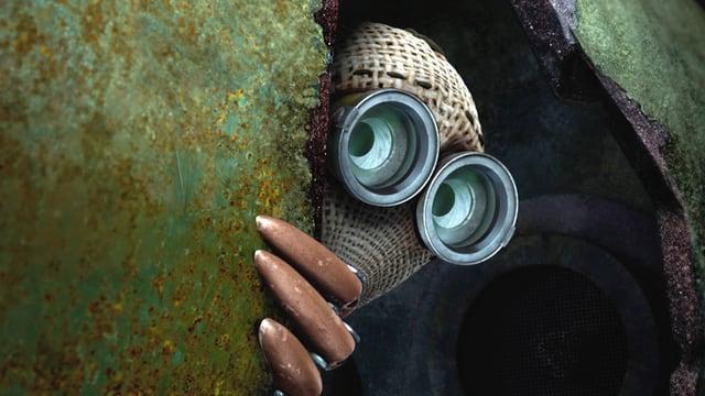 Gesicht einer Puppe - schaut vorsichtig hinter einer grünen Wand hervor
