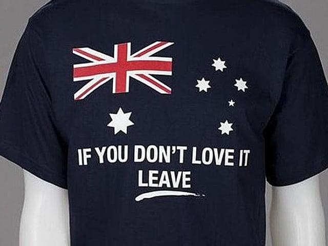 T-Shirt mit Aufschrift.