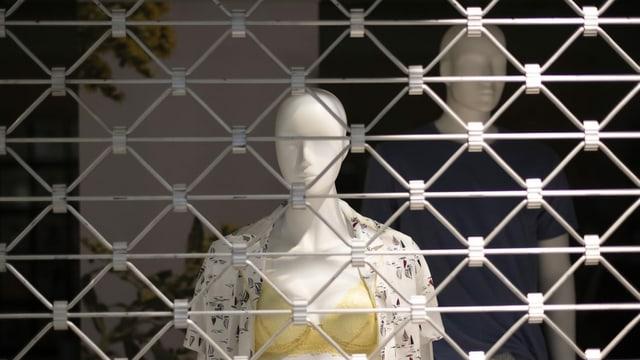 Schaufenster mit heruntergelassenem Gitter