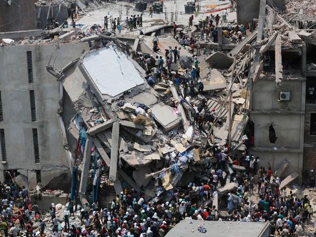 Eingestürzte Gebäude nahe Dhaka, 2013