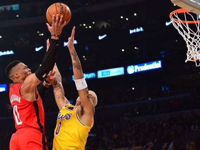 Russell Westbrook (l.) im Duell gegen die LA Lakers.