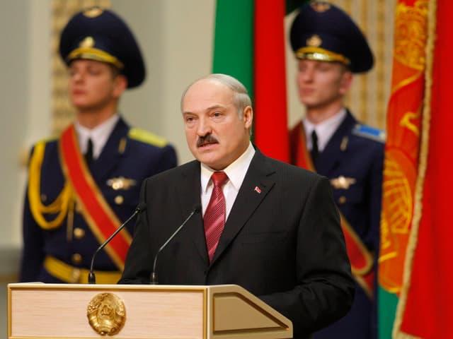 Alexander Lukaschenko am Rednerpult.