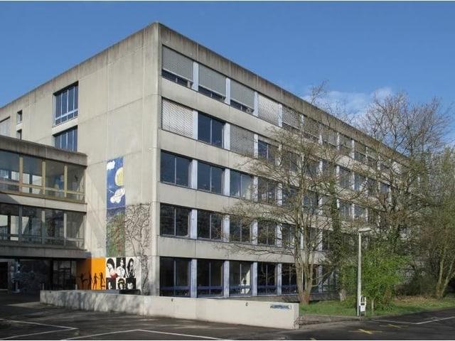 Bäumlihof-Schulhaus von aussen.