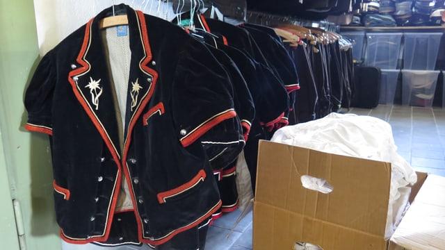 200 Zügelkisten voll Kleider