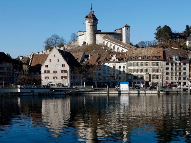 Blick vom Rhein auf den Munot.