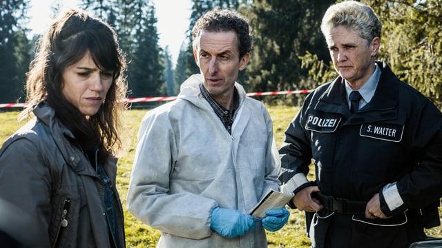 Ermittlerarbeit ist Teamarbeit: Rosa Wilder und ihre Kollegen Gruber (Peter Hottinger) und Susann Walter (Manuela Biedermann) stehen vor einem Rätsel.