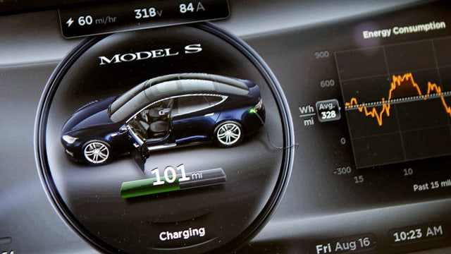 Armaturenbrett im Tesla.
