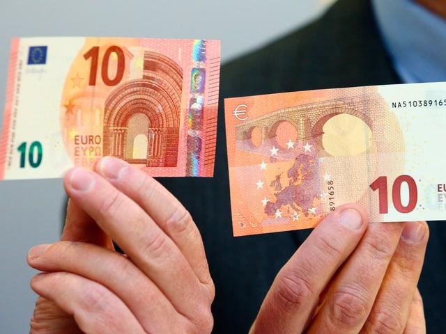 Zwei 10-Euro-Scheine, Vorder- und Rückseite