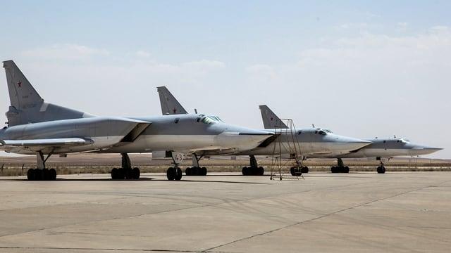 Flugzeuge auf iranischer Luftwaffenbasis