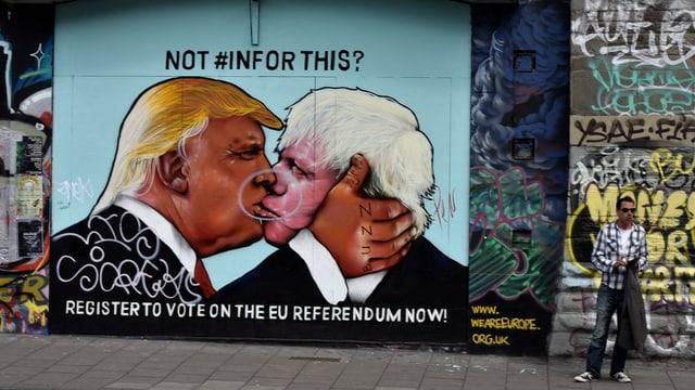 Ein Graffiti in London zeigt den historischen «Bruderkuss», umgewandelt in einen Kuss zwischen Trump und Johnson.