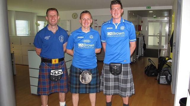 Drei Schotten im Schottenrock.