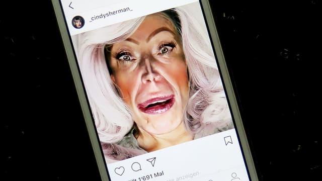 Cindy Sherman Selfie auf Instagram.