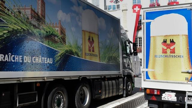Lastwagen von Feldschlösschen liefern Bier