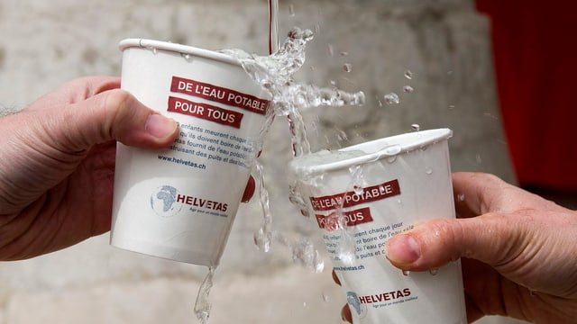 UN-Weltwassertag 2013: Becher am Trinkwasserbrunnen in Genf