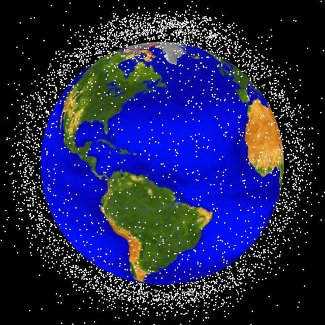 Die Grafik zeigt die Verteilung im «Low Earth Orbit», als bis rund 2000 Kilometer über der Erdoberfläche.