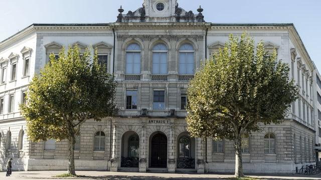 Historisches Gebäude mit klassischer Fassade in Solothurn