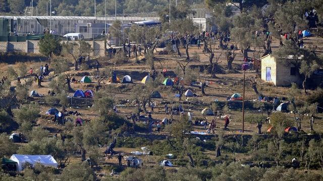 Mehrere Zelte auf der griechischen Insel Lesbos.