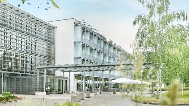 Haupteingang ins Klinikgebäude