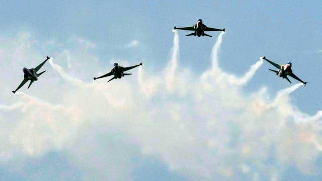 Kampfjets im Formationsflug