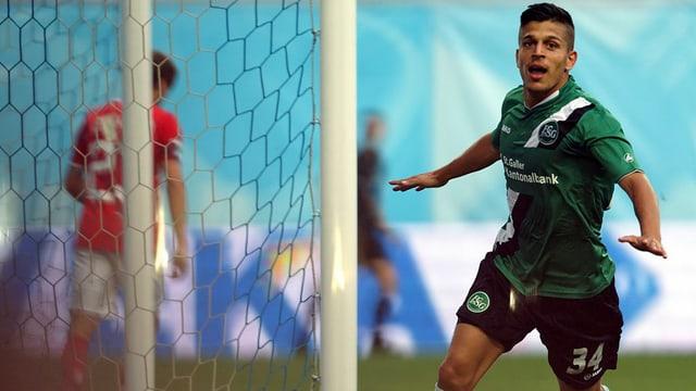Roberto Rodriguez des FC St. Gallen jubelt, nachdem er ein Tor geschossen hat.