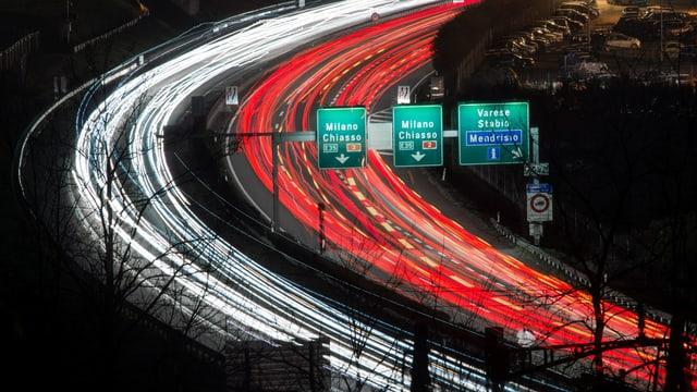 Autostrada sur il cunfin da la Svizra e l'Italia.