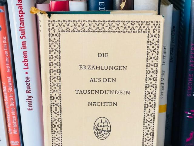 «Erzählungen aus den Tausendundein Nächten» im Bücherregal