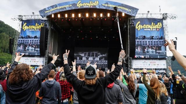 Publikum vor Bühne am Greenfield-Festival 2016
