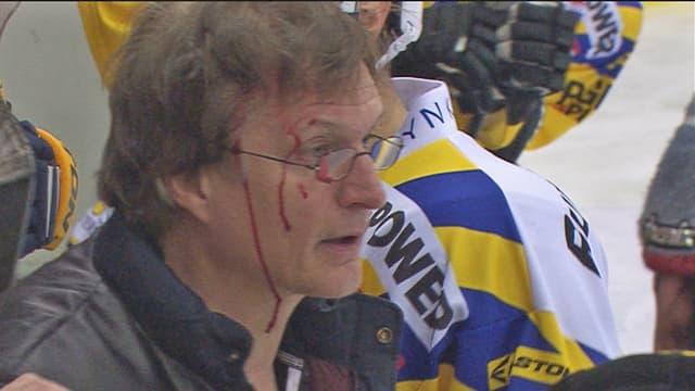 Arno Del Curto wurde von einem Puck am Kopf getroffen