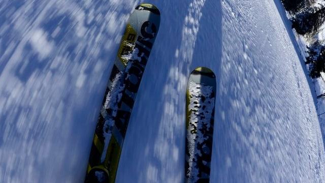 Skier auf Schnee