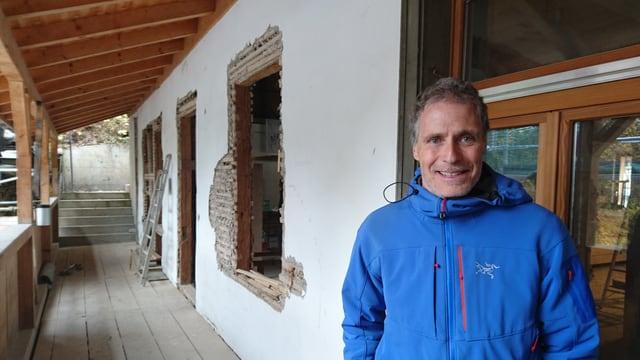 Martin Kreiliger, il maina fatschenta da Bergwaldprojekt.