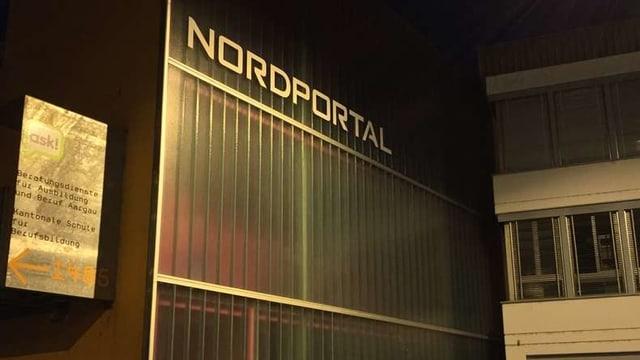 Schristzug Nordportal über Eingang.