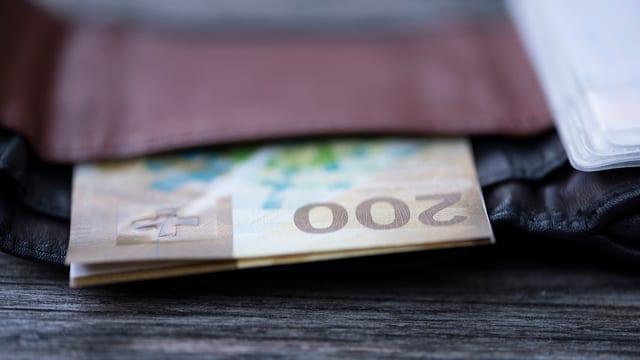 bursa cun bancnotas da 200 francs