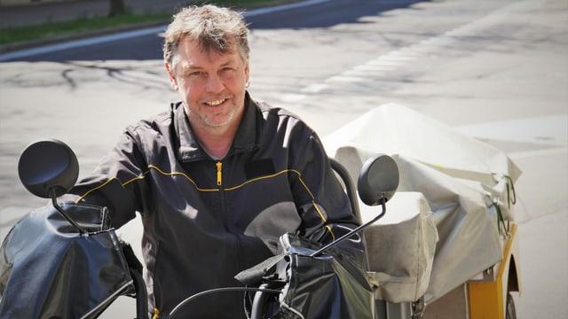 Postbote Christoph Gurtner beliefert täglich hunderte Schweizer Haushalte.