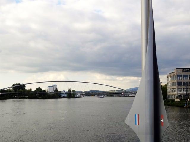 Blick von der Dreiländerbrücke.