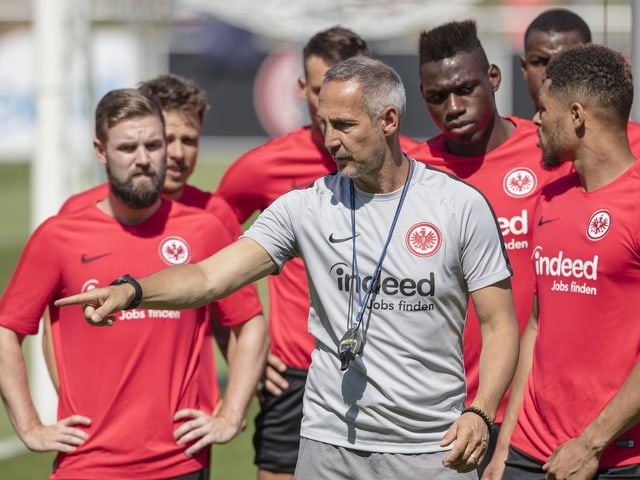 Adi Hütter im Training mit Eintracht Frankfurt.