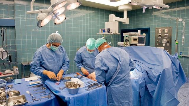Personen im Operationssaal