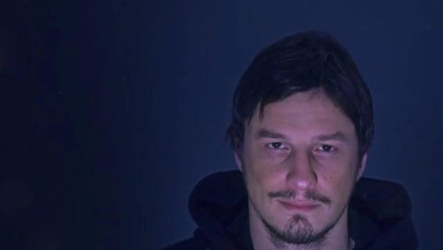 Portrait eines Mannes im Halbdunkel