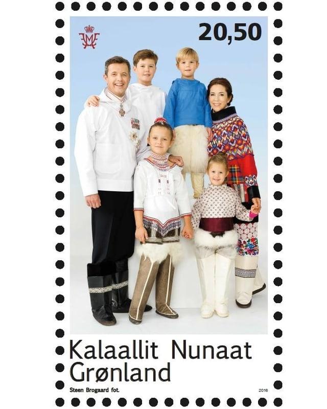Briefmarke: Ganze Familie in grönländischer Tracht